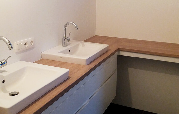licht moderne badkamer met venster