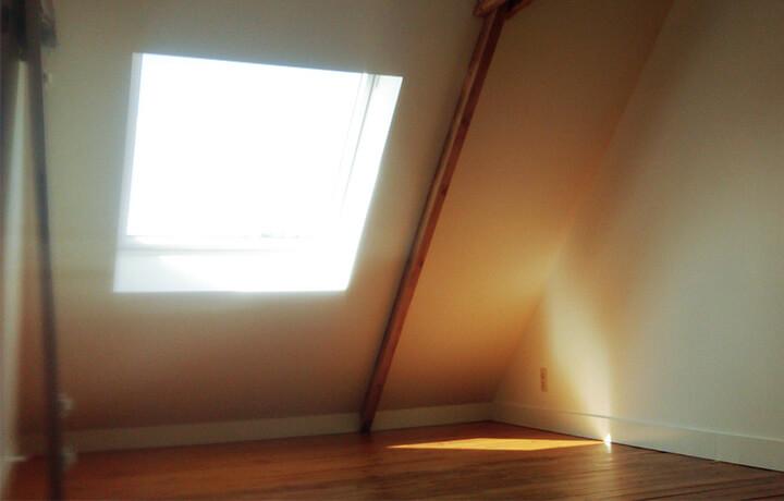 Gyproc op zolderruimte met dakraam